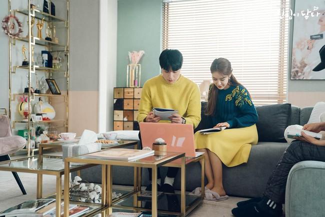 Lee Dong Wook - Yoo In Na lại bị nghi phim giả tình thật khi cùng nhau làm điều này trong hậu trường  - Ảnh 3.