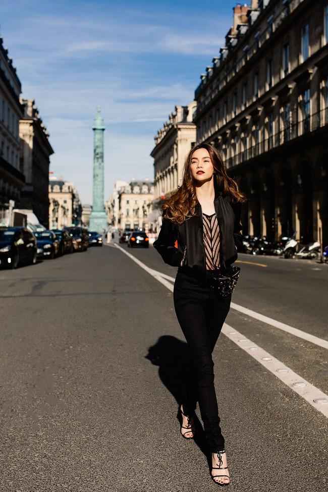 Bỏ quên nội y Hồ Ngọc Hà hóa quý cô sành điệu giữa đường phố Paris - Ảnh 2.