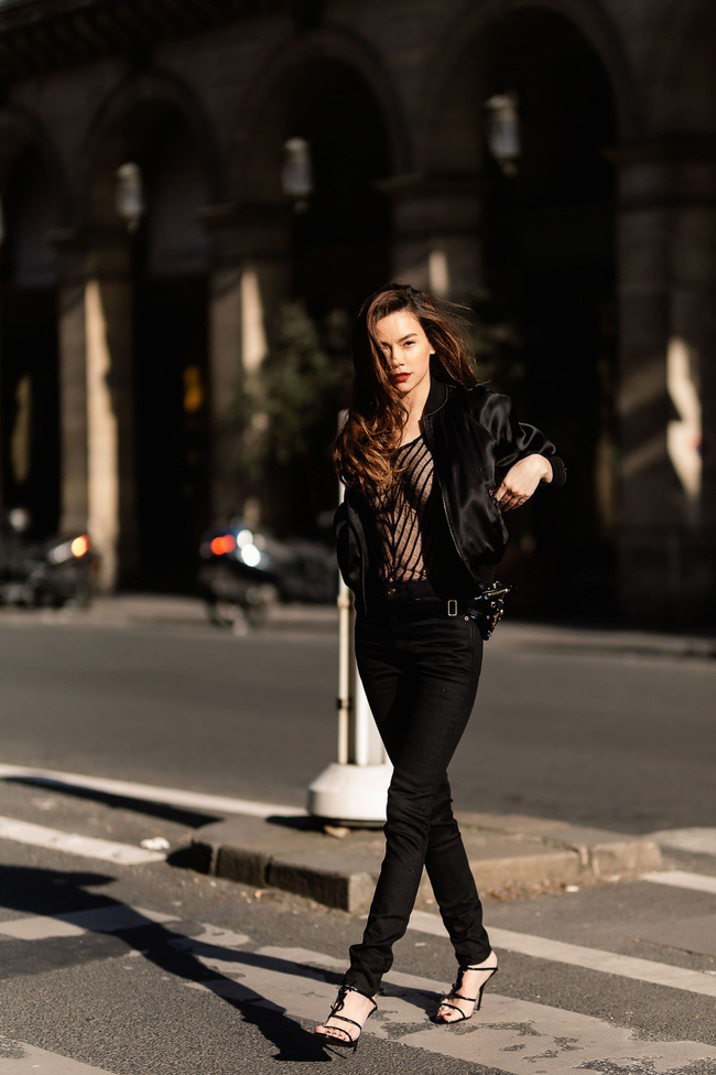 Bỏ quên nội y Hồ Ngọc Hà hóa quý cô sành điệu giữa đường phố Paris - Ảnh 3.