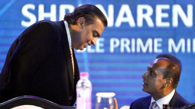 Tỷ phú giàu nhất Ấn Độ chi 70 triệu USD trả nợ giúp em trai thoát khỏi cảnh tù tội - Ảnh 1.