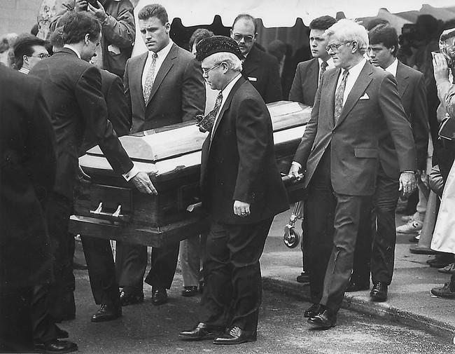 """Cuộc đời """"bất thường"""" khiến cả thế giới nhớ mãi của cậu bé 13 tuổi: Thay đổi cả luật pháp, đám tang toàn nhân vật quyền lực đến dự - Ảnh 5."""