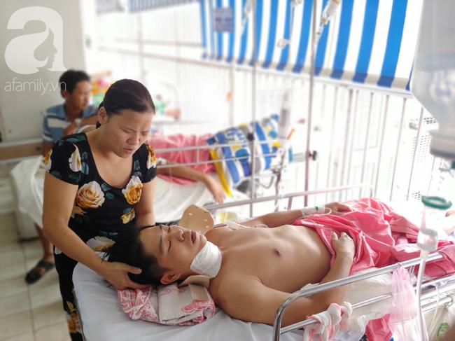 Người chồng bị liệt vì lao lực kiếm tiền nuôi vợ mù và 3 con nhỏ được ủng hộ 110 triệu đồng, đã xuất viện - Ảnh 6.