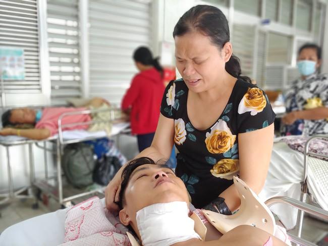 Người chồng bị liệt vì lao lực kiếm tiền nuôi vợ mù và 3 con nhỏ được ủng hộ 110 triệu đồng, đã xuất viện - Ảnh 8.