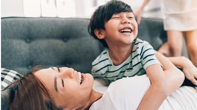 Những điều cha mẹ nên làm để có những phút giây thật ý nghĩa bên con trong cuộc sống bận rộn này - Ảnh 1.
