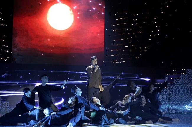 Hamlet Trương khiến đàn chị xinh đẹp khóc cạn nước mắt trên sân khấu Bolero - Ảnh 2.
