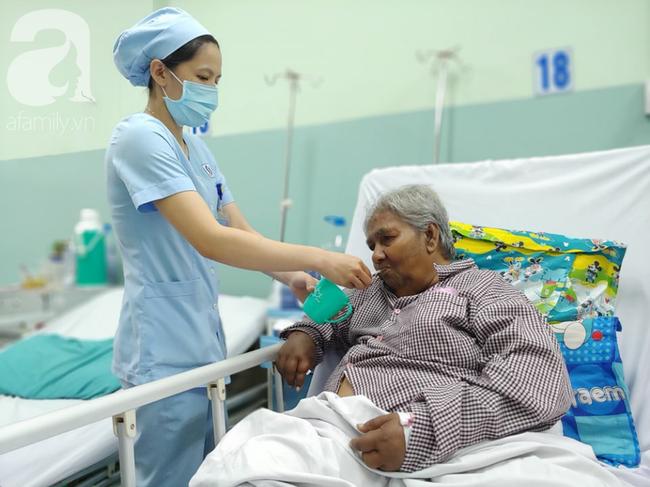 Cụ bà bị giật vé số té đập đầu hôn mê được hỗ trợ 50 triệu đồng: Tiền dư tôi chuyển cho bệnh nhân khác - Ảnh 1.