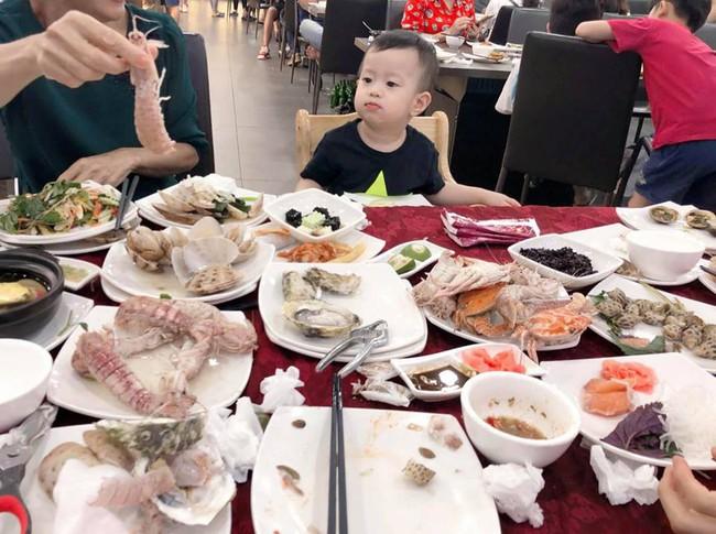 Cuối tuần của hội hot mom: Sam Sam nhà Hằng Túi đọ vẻ bụ bẫm với bé Cá nhà Ngọc Mon - Ảnh 6.