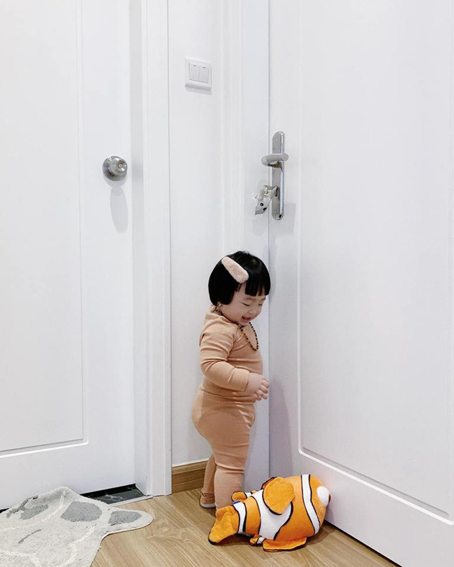 Cuối tuần của hội hot mom: Sam Sam nhà Hằng Túi đọ vẻ bụ bẫm với bé Cá nhà Ngọc Mon - Ảnh 3.