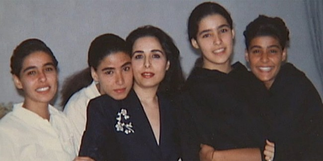 Bí ẩn cuộc sống phía sau cánh cửa cung điện nguy nga: 4 nàng công chúa Ả Rập Saudi bị chính vua cha giam cầm, vùng vẫy không tìm được lối thoát - Ảnh 3.