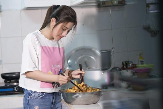 Ngọc nữ bolero Tố My vừa nấu ăn đãi fan vừa hát Bolero cực ngọt  - Ảnh 7.