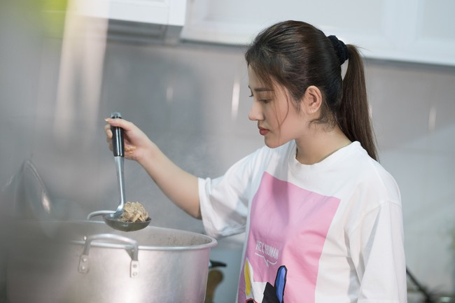 Ngọc nữ bolero Tố My vừa nấu ăn đãi fan vừa hát Bolero cực ngọt  - Ảnh 8.
