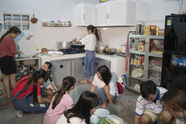 Ngọc nữ bolero Tố My vừa nấu ăn đãi fan vừa hát Bolero cực ngọt  - Ảnh 5.