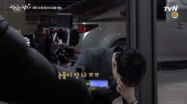 Lee Dong Wook khiến fan phát hoảng khi khóc sướt mướt trong hậu trường Chạm đến trái tim - Ảnh 3.