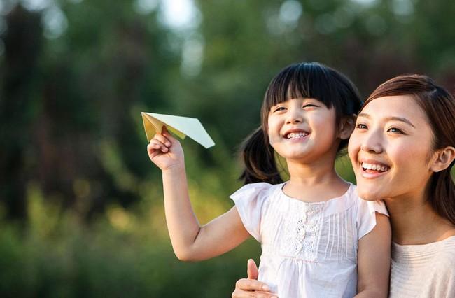 Mẹ có con gái nhất định không được bỏ qua 7 việc làm này để giúp con trở nên tự tin, cứng cỏi và hạnh phúc hơn - Ảnh 1.