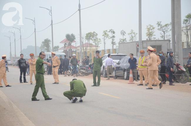 Hiện trường ngổn ngang vụ xe khách đâm đoàn người đưa tang khiến 7 người chết, 3 người bị thương nặng - Ảnh 1.
