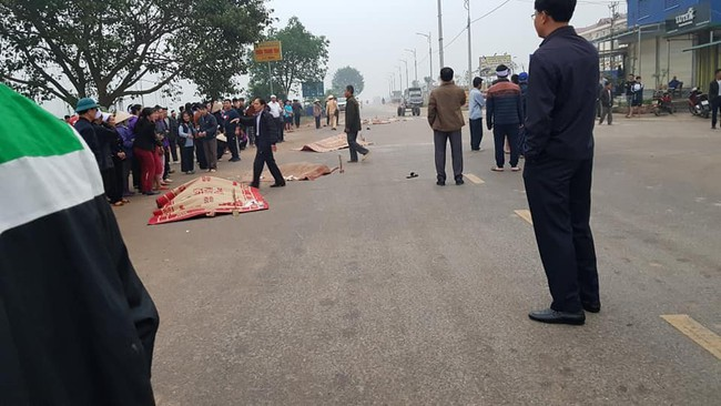 Vĩnh Phúc: Xe khách đâm trực diện đoàn người đưa tang, 7 người tử vong, nhiều người bị thương - Ảnh 1.