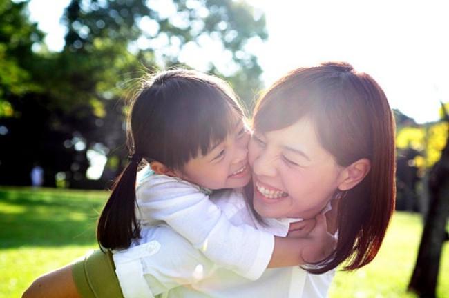 Mẹ có con gái nhất định không được bỏ qua 7 việc làm này để giúp con trở nên tự tin, cứng cỏi và hạnh phúc hơn - Ảnh 3.