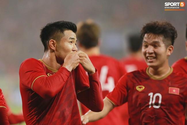Vừa thắng đậm U23 Thái Lan, Đức Chinh đã đánh lẻ đi hẹn hò với bạn gái xinh đẹp - Ảnh 1.