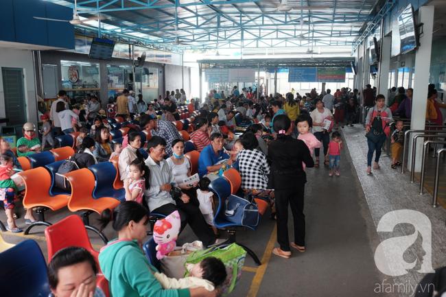 Hàng ngàn bệnh nhi đi viện vì tiêu chảy, sốc nhiệt tại TP.HCM: Cảnh báo những căn bệnh mùa nắng nóng - Ảnh 1.