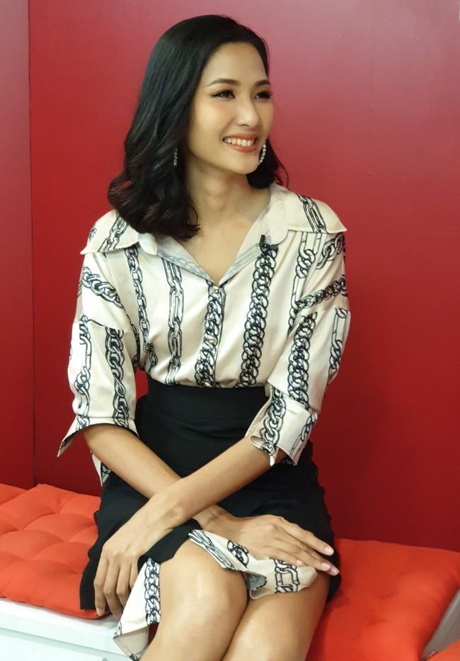 Hoàng Thùy khẳng định không cạnh tranh, giành giật khi đi thi Hoa hậu  - Ảnh 3.