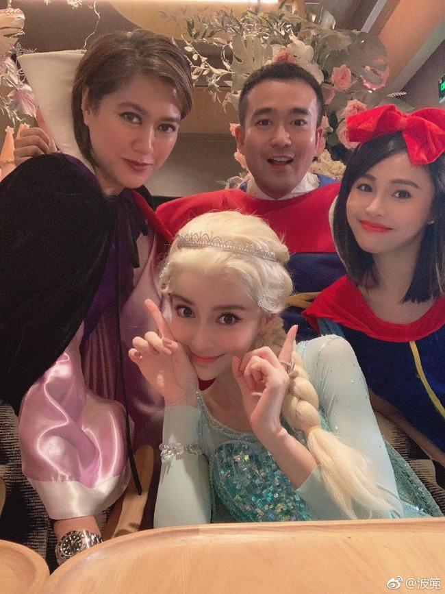 Sinh nhật hoành tráng của Angela Baby: Nữ chính cosplay Elsa, dàn bạn quẩy hết mình, nhưng ông xã không có mặt? - Ảnh 4.