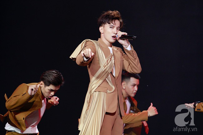 Super Junior khiến khán giả Việt vỡ òa với loạt hit khủng sau 7 năm - Ảnh 11.