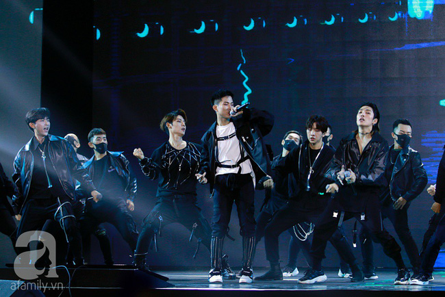 Super Junior khiến khán giả Việt vỡ òa với loạt hit khủng sau 7 năm - Ảnh 14.
