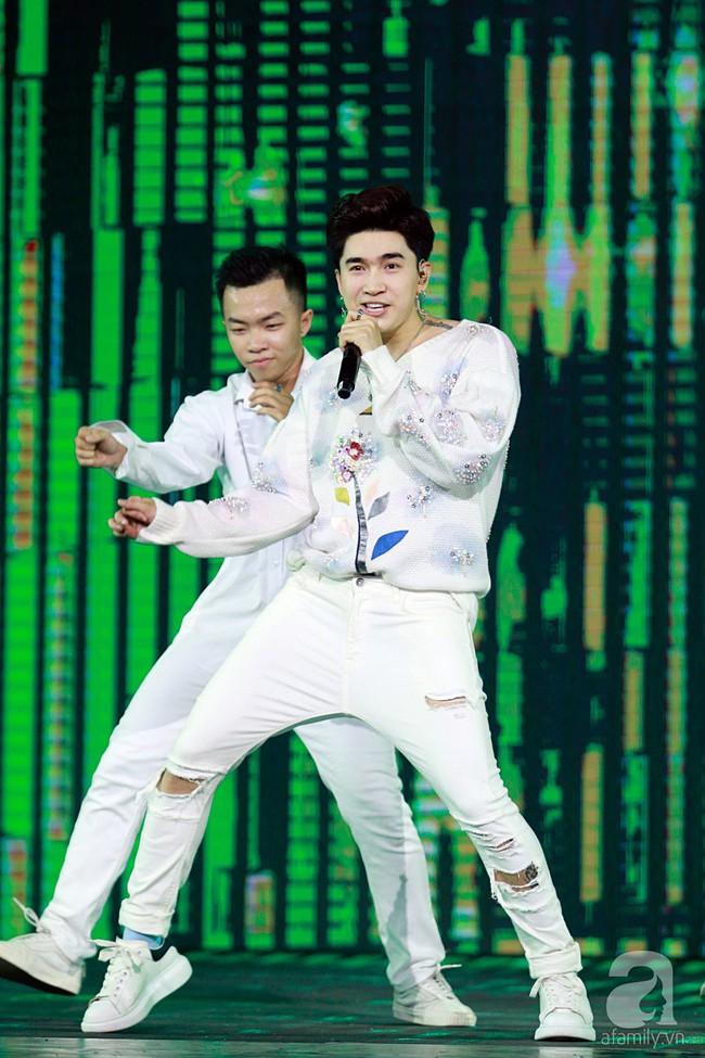 Super Junior khiến khán giả Việt vỡ òa với loạt hit khủng sau 7 năm - Ảnh 22.