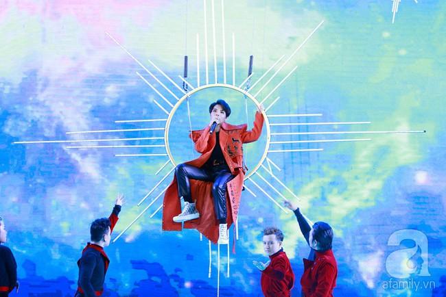 Super Junior khiến khán giả Việt vỡ òa với loạt hit khủng sau 7 năm - Ảnh 25.