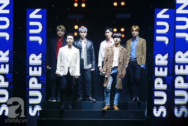 Super Junior khiến khán giả Việt vỡ òa với loạt hit khủng sau 7 năm - Ảnh 1.