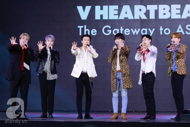 Super Junior khiến khán giả Việt vỡ òa với loạt hit khủng sau 7 năm - Ảnh 2.