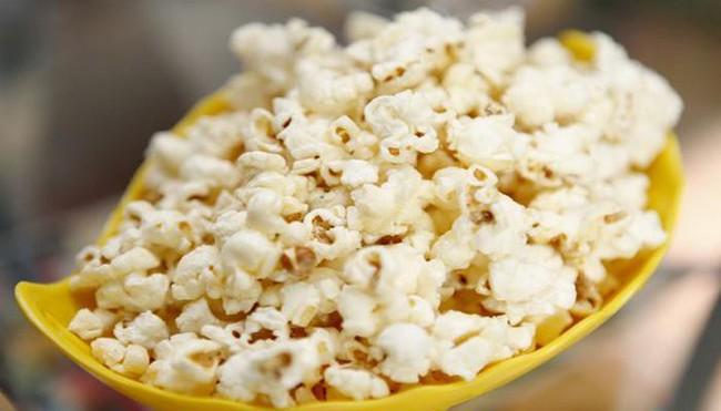 Thủ phạm gây sâu răng núp bóng những món ăn vặt được yêu thích mà cha mẹ hay cho con ăn mỗi ngày - Ảnh 2.