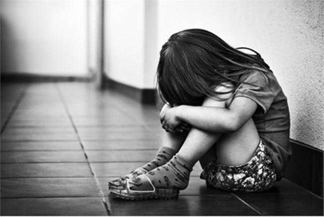 Thầy giáo bị tố dâm ô hàng loạt nữ sinh tiểu học: Tôi không nhớ rõ và rất hoang mang về sự việc xảy ra - Ảnh 1.