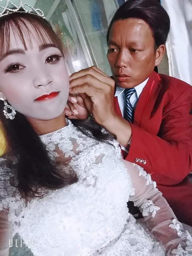 Cô dâu trắng như tượng sáp sau khi trang điểm khiến dân mạng được phen cười lăn lộn - Ảnh 2.