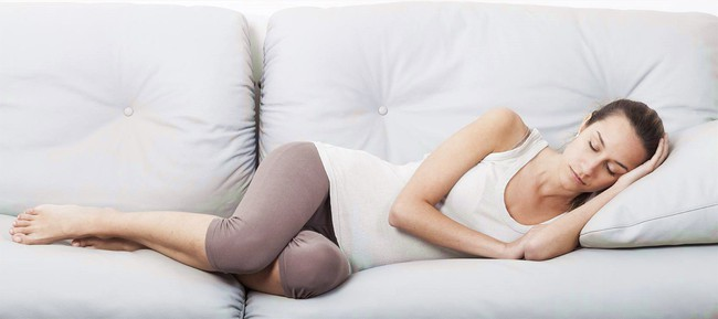 Mách các mẹ 4 tư thế nằm tốt nhất sau sinh mổ giúp mau chóng hồi phục sức khỏe - Ảnh 3.