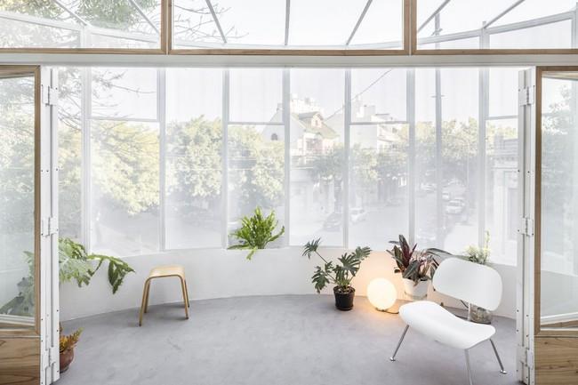 Căn hộ 25m² mát về hè, ấm về đông và luôn rộng hơn diện tích thực bởi thiết kế nội thất thông minh - Ảnh 2.