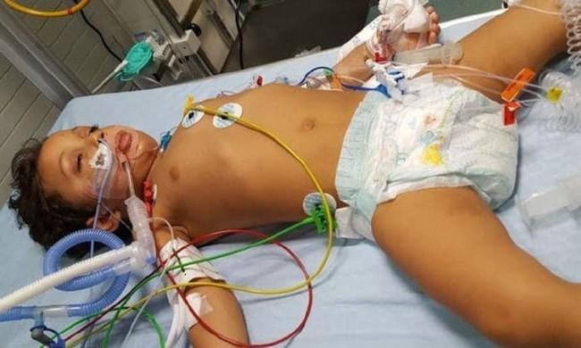 Ăn vụng sô cô la của mẹ, con trai 3 tuổi bỗng rơi vào cảnh thập tử nhất sinh  - Ảnh 2.