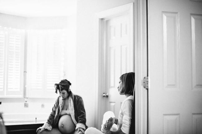 Bộ ảnh tuyệt đẹp: Khi mẹ lâm bồn nhưng vẫn có 5 cô con gái đáng yêu kề bên gây xúc động mạnh - Ảnh 3.