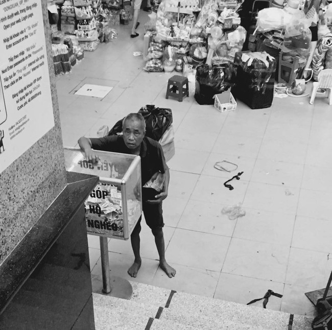 Giàu có như ông cụ vô gia cư, đi xin cả ngày được vài đồng lẻ vẫn đem đi ủng hộ người nghèo - Ảnh 1.