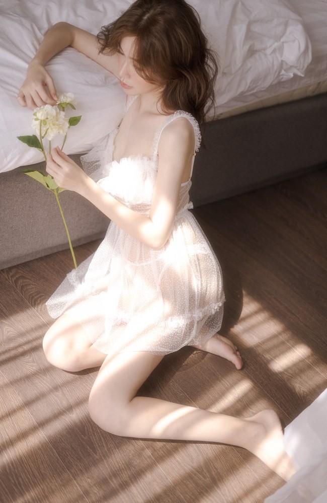 Elly Trần tung bộ ảnh bổ mắt bậc nhất trước ngày tái xuất showbiz sau 5 năm sinh nở, làm mẹ - Ảnh 1.