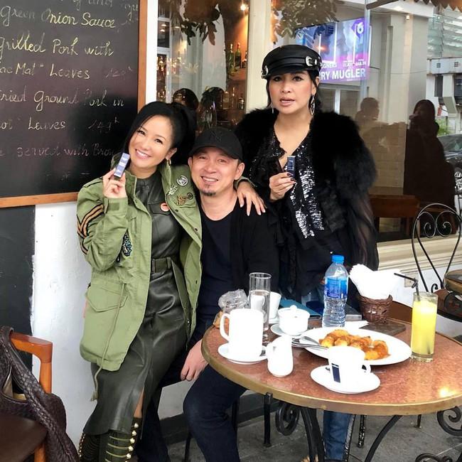 Vô tư ngồi lên đùi Quốc Trung trước mặt Thanh Lam, Hồng Nhung bất ngờ lên tiếng về tin đồn từng là người thứ ba làm cuộc hôn nhân của Quốc Trung - Thanh Lam tan vỡ 17 năm trước - Ảnh 1.