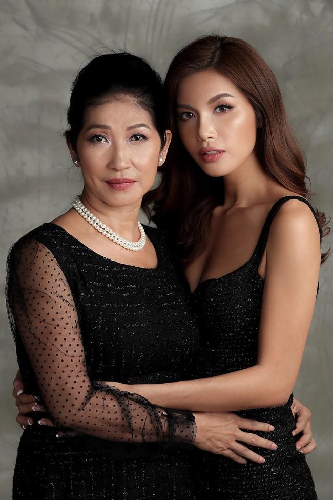 Chụp ảnh cùng con gái, mẹ Minh Tú khiến ai cũng xuýt xoa vì quá trẻ trung, xinh đẹp  - Ảnh 3.