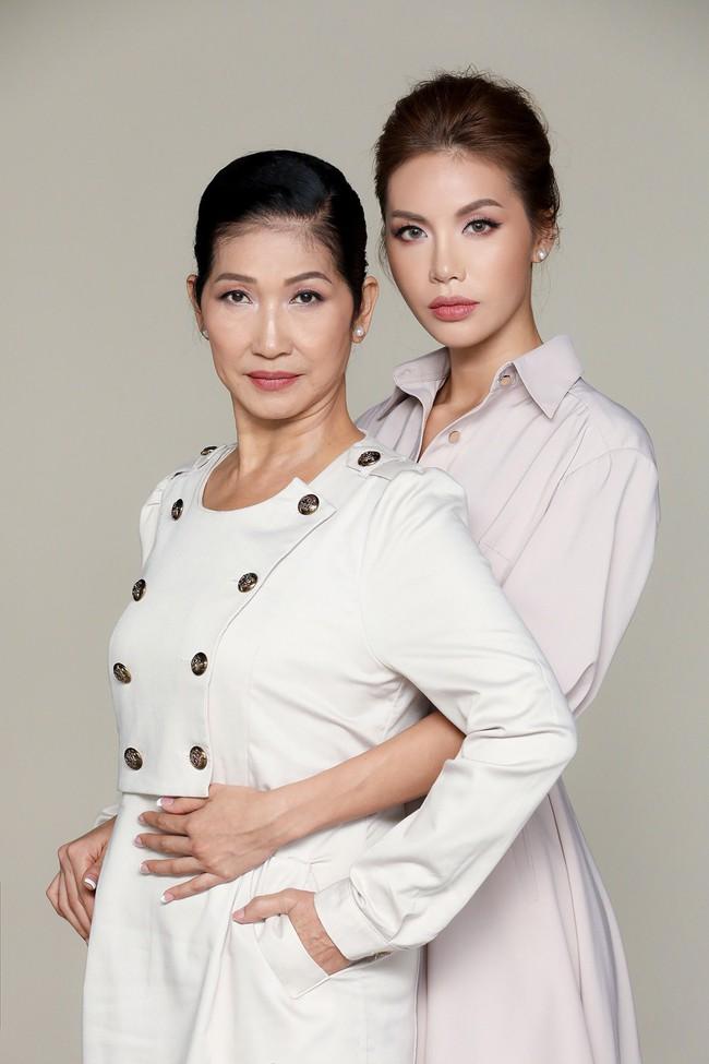 Chụp ảnh cùng con gái, mẹ Minh Tú khiến ai cũng xuýt xoa vì quá trẻ trung, xinh đẹp  - Ảnh 7.