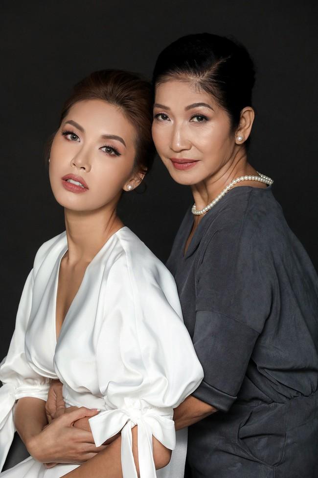 Chụp ảnh cùng con gái, mẹ Minh Tú khiến ai cũng xuýt xoa vì quá trẻ trung, xinh đẹp  - Ảnh 10.