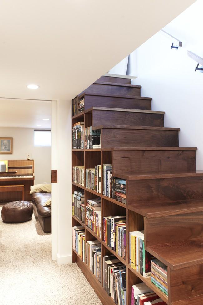 10 mẫu thiết kế cầu thang kiêm tủ sách dưới đây sẽ biến nhà bạn trở thành một thư viện đích thực - Ảnh 1.