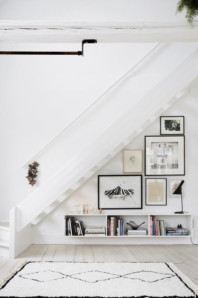10 mẫu thiết kế cầu thang kiêm tủ sách dưới đây sẽ biến nhà bạn trở thành một thư viện đích thực - Ảnh 10.