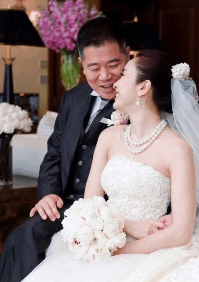 """Bỏ sự nghiệp cưới chồng già, Lê Tư từng khiến công chúng tiếc nuối nhưng giờ thành bà hoàng, """"ăn đứt"""" Hoa đán TVB cùng thời - Ảnh 4."""
