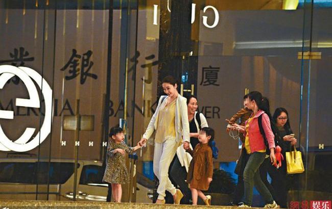 """Bỏ sự nghiệp cưới chồng già, Lê Tư từng khiến công chúng tiếc nuối nhưng giờ thành bà hoàng, """"ăn đứt"""" Hoa đán TVB cùng thời - Ảnh 6."""