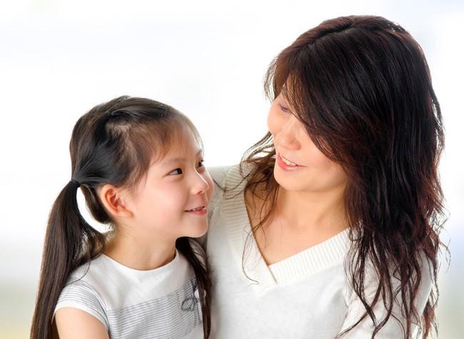 Hãy sử dụng sự im lặng như một chiến thuật thay vì la hét giận dữ khi trẻ làm sai điều gì đó - Ảnh 2.