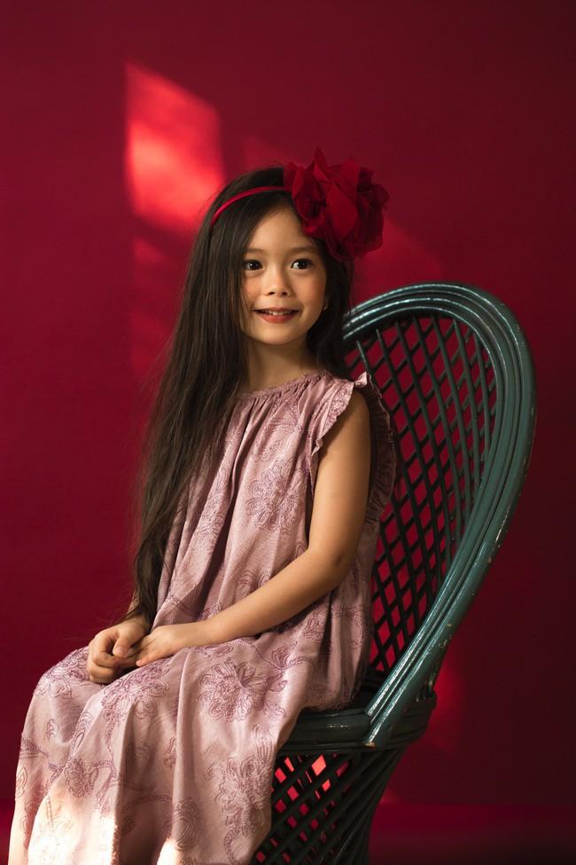 Công chúa lai nhà Đoan Trang xinh đẹp hút hồn qua ống kính cậu ruột - Ảnh 1.